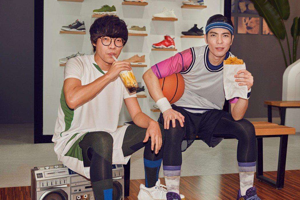 盧廣仲(左)與蕭敬騰一起為外送平台拍攝廣告、圖/Uber Eats提供