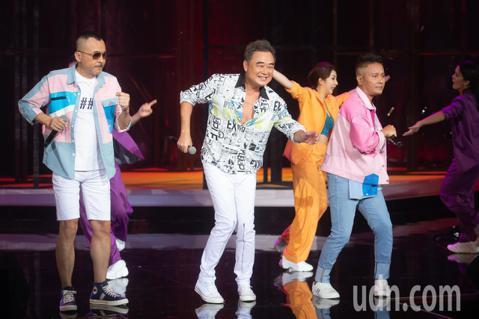陳昇今天晚上在台北國際會議中心舉辦「逃跑的日子」2020跨年演唱會,現場演唱眾多知名曲目,全場歌迷聽得如癡如醉。