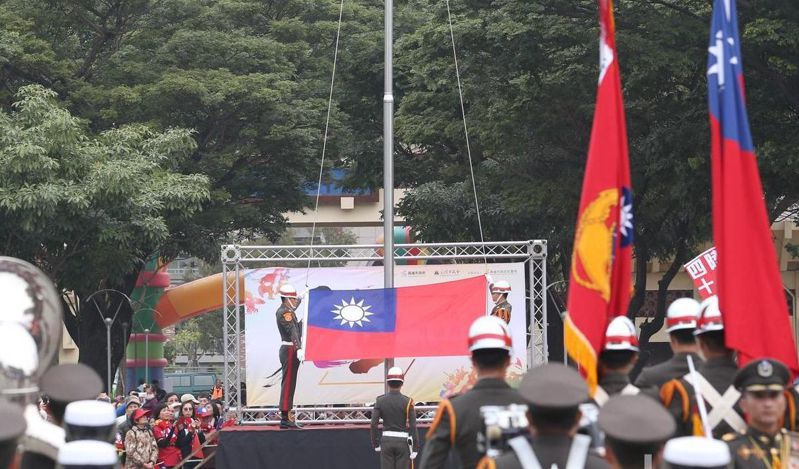 高雄市政府元旦要在文化中心廣場前舉辦升旗典禮。 圖/聯合報系資料照片