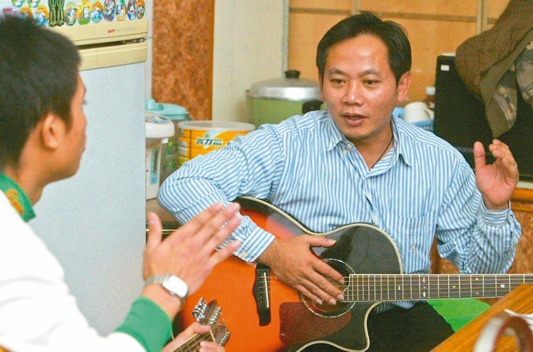 「孩子的書屋」創辦人陳俊朗,被數千名原民孩子稱為「陳爸」。 圖/聯合報系資料照片