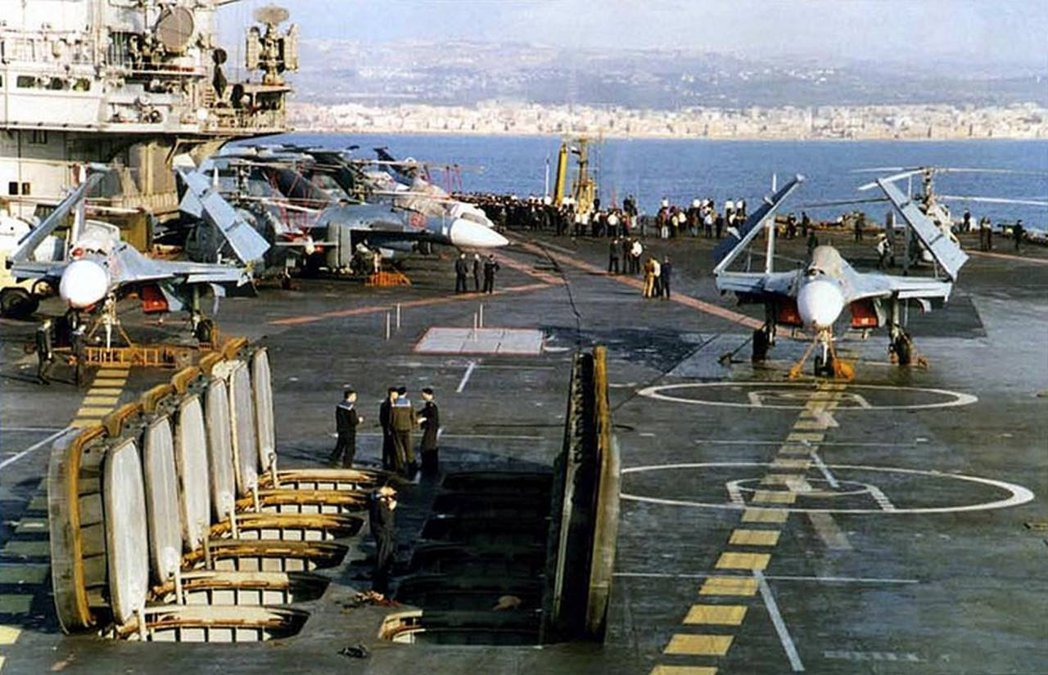 庫茲涅佐夫號航艦甲板下,還有12枚龐大的P-700(SS-N-19)飛彈,中共將...