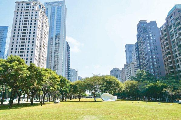 台中七期新市政中心的綠十字軸線兩側豪宅林立,是今年豪宅的交易熱區。 記者宋健生/...
