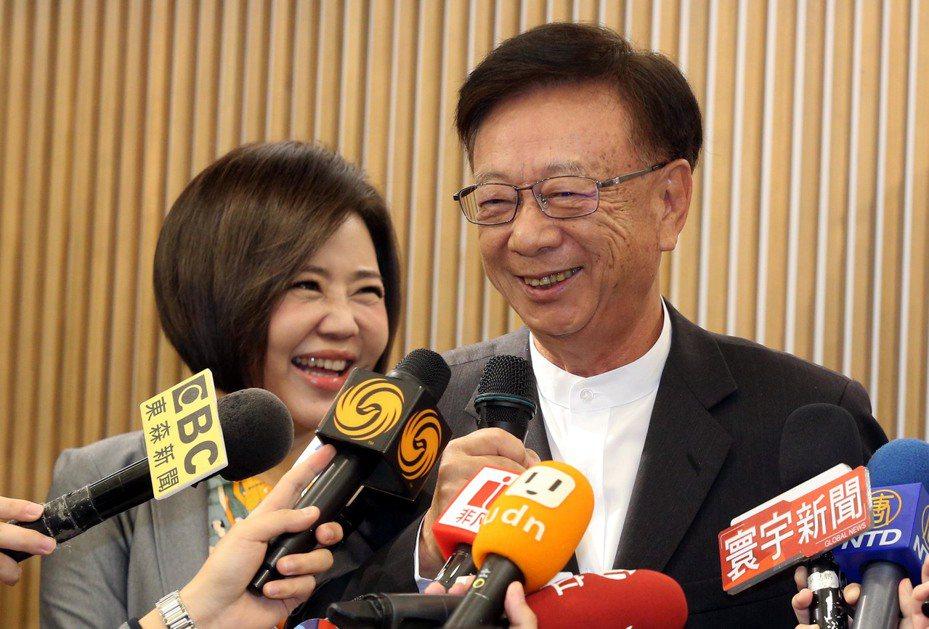 聯電榮譽副董事長宣明智(右)。記者林俊良/攝影