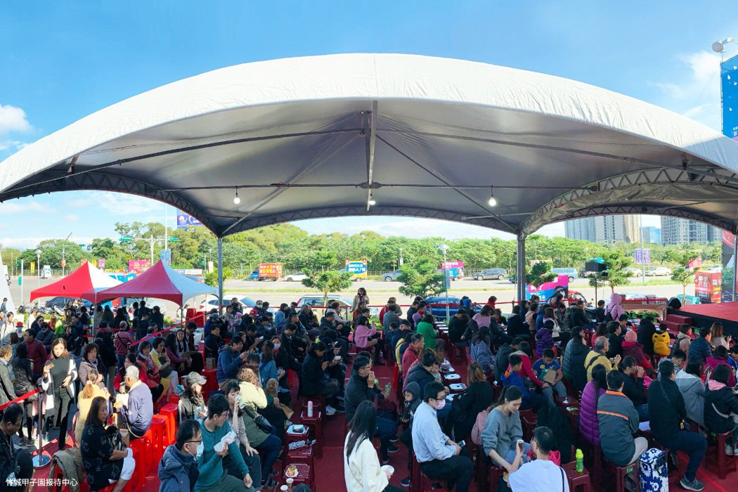 所有已購客前來參與百萬盛典,現場人潮洶湧。 圖/竹城建設 提供