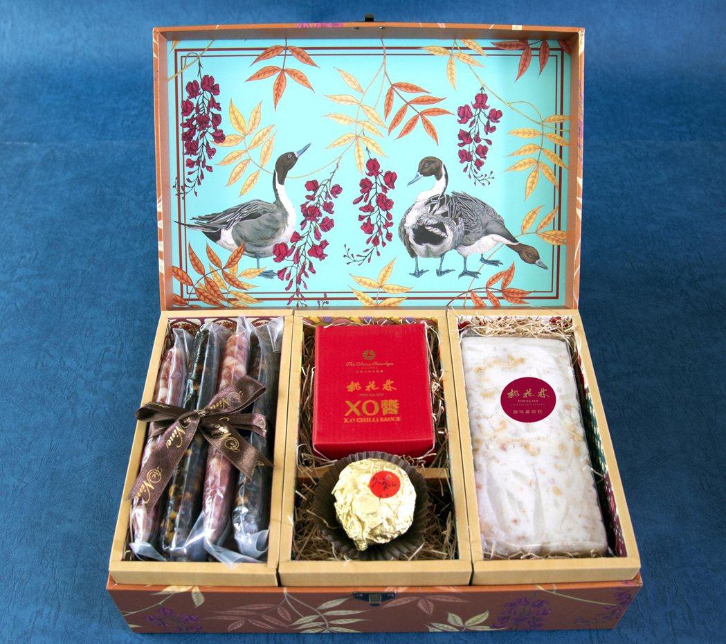 大倉久和大飯店2020庚子年「金絲鴛鴦廣式年節禮盒」內含烏魚子酥、蘿蔔糕、XO醬...