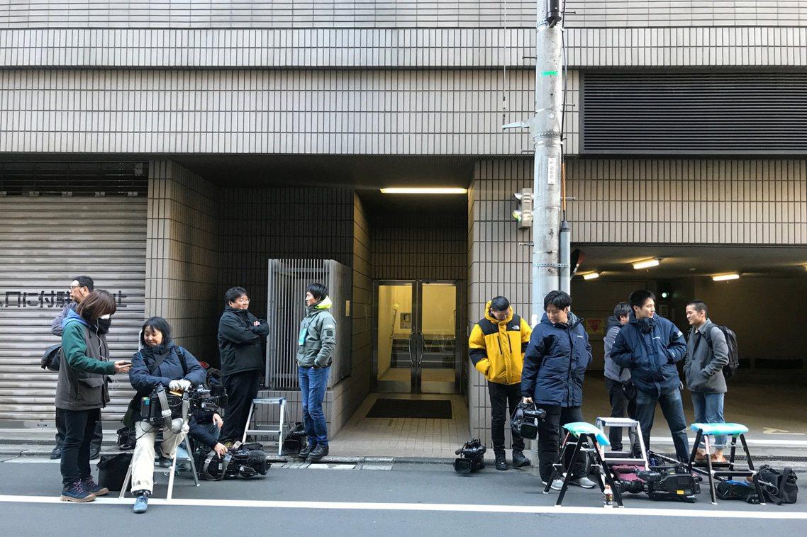 當事國的日本等到最後一刻、31日清晨6點多才得知「高恩已經出逃」,不僅令政府與媒...