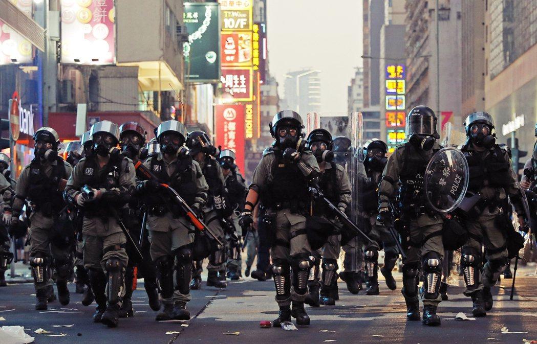 現實是——面對香港警察的優勢武力、不公正的立法會和特首選舉制度、對民意充耳不聞的...