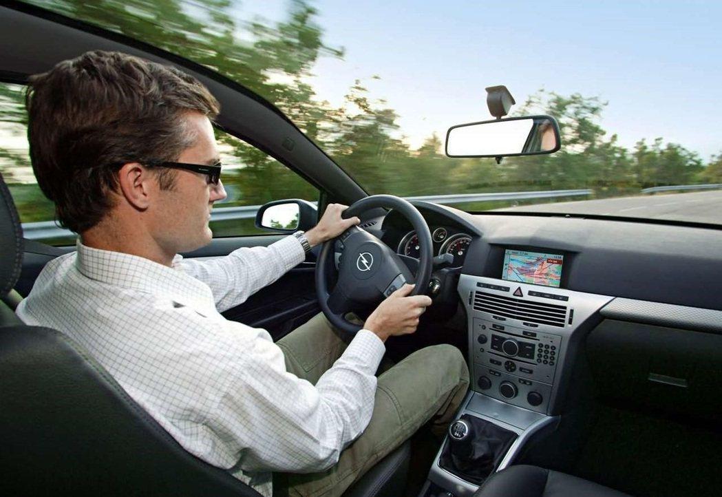 2005 Opel Astra GTC 駕駛座。 圖/Opel提供
