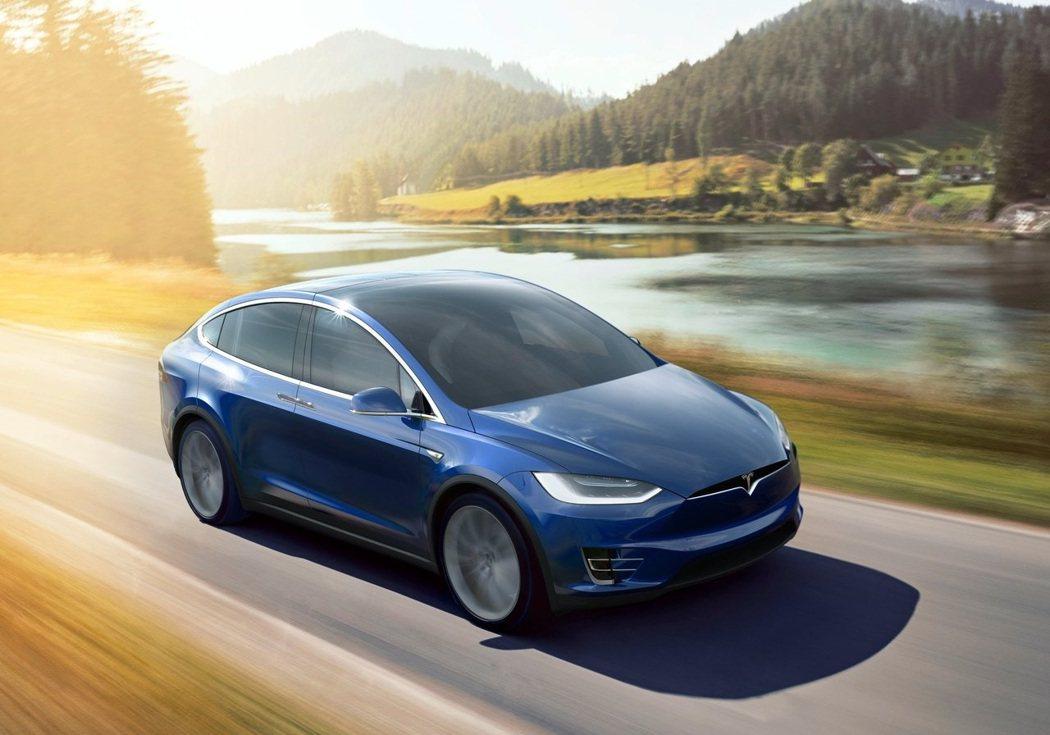 Tesla Model X也有這種前檔設計。 圖/Tesla提供
