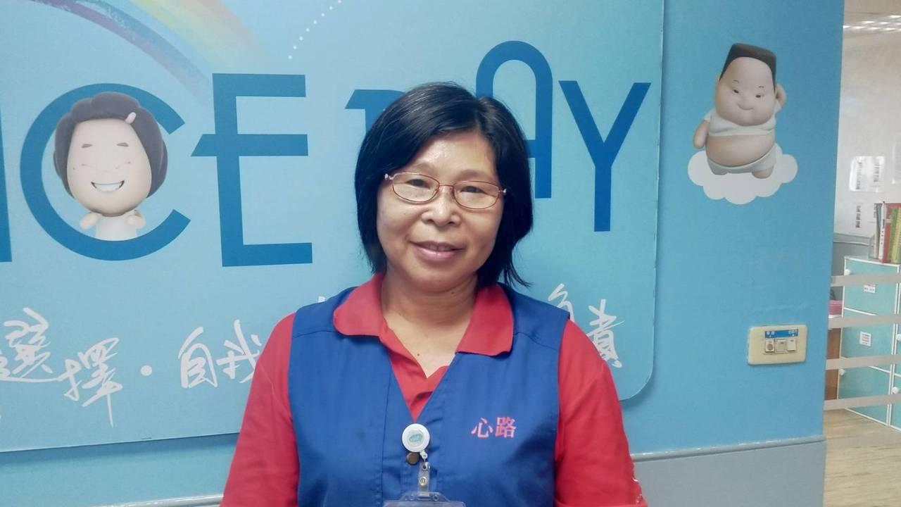 今年56歲的退休小學體育老師吳慧珍,退休後擔任心路基金會的志工,生活過得更精采自...
