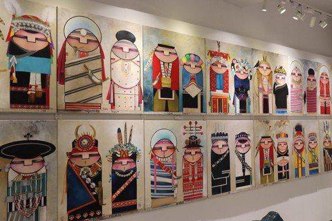 展示在台北原住民當代藝術中心內的原住民藝術「台灣十六原住民族佳偶」。 圖/林芷妡...