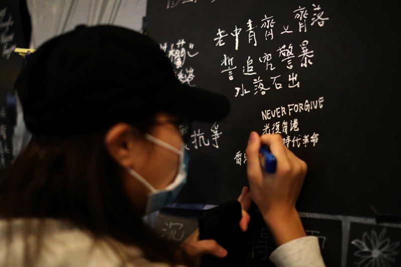 香港示威自2019年6月開始,已持續半年有餘,攝於12月30日,香港。 圖/路透...