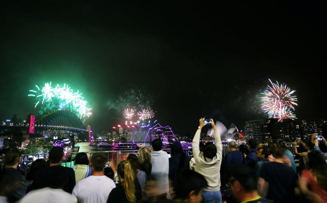 「取消(施放煙火)將會重創雪梨經濟...也恐讓成千上萬慕名而來、早早就訂好機票、...