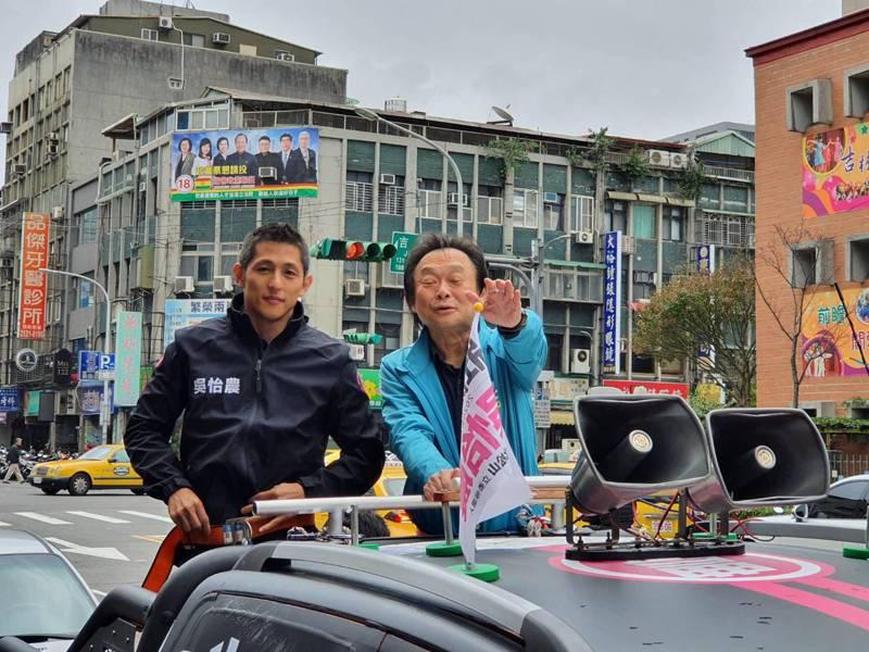台北市議員王世堅明天生日,上午陪今日壽星、立委候選人吳怡農一同進行車車隊街掃。記者楊正海/攝影