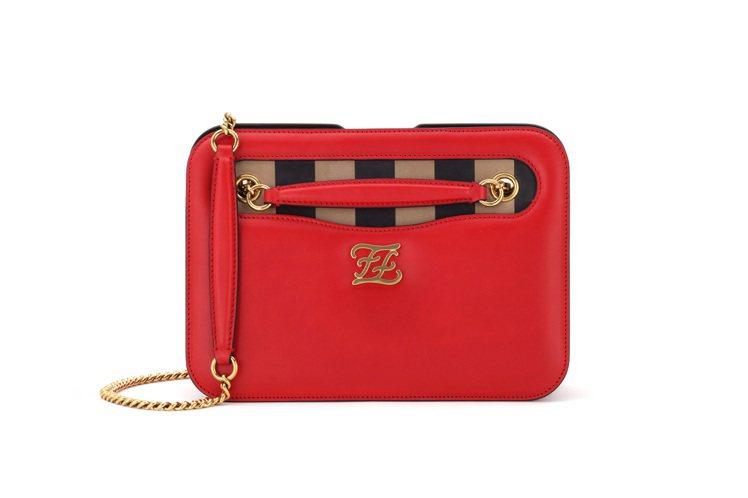 FENDI紅色Karligraphy Pocket包款,售價81,000元。圖/...