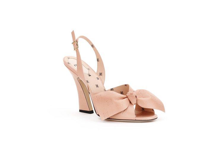 FENDI FFreedom粉色蝴蝶結高跟鞋,售價32,900元。圖/FENDI...