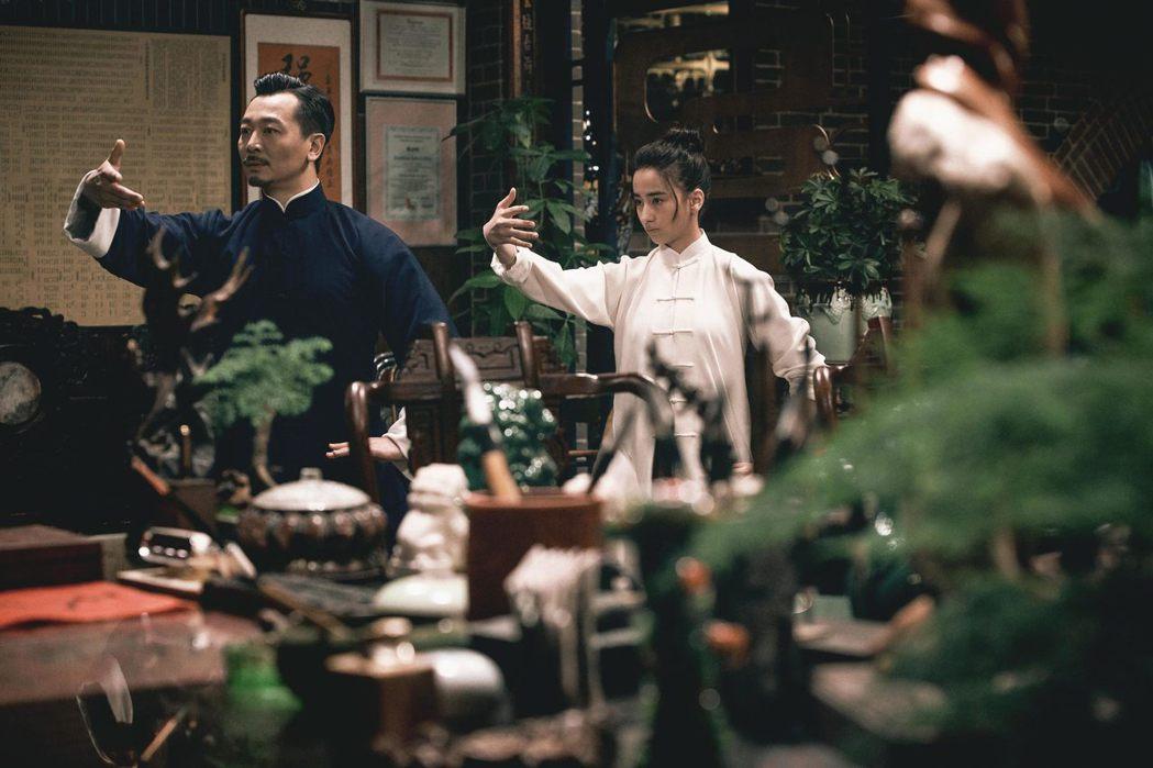 吳樾(左)與李宛妲(右)的父女親情讓人看得相當感動。圖/華映提供