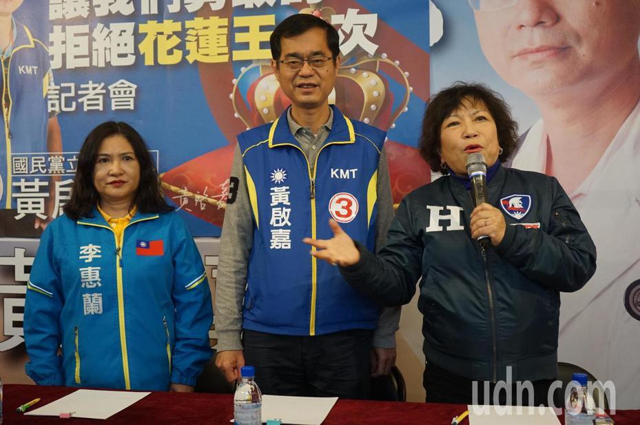 國民黨不分區立委提名人葉毓蘭(右),下午在花蓮對「弱智支持陳歐珀」的發言作出解釋。記者王燕華/攝影