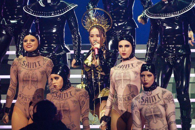 雅詩蘭黛,成為蔡依林「UGLY BEAUTY」演唱會後台指定彩妝。圖/雅詩蘭黛提...