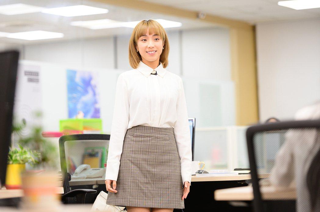「素娥」梁舒涵演出「女力報到小資女上班記」。圖/TVBS提供