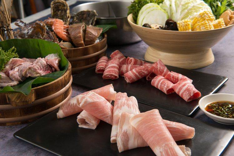 荷朗滴鑽鍋推出有多人份的海陸套餐組合。圖/荷朗滴鑽鍋提供