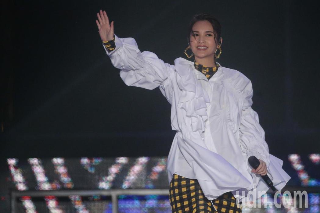 藝人楊丞琳出席台中跨年晚會麗寶場,熱力開唱。記者黃仲裕/攝影