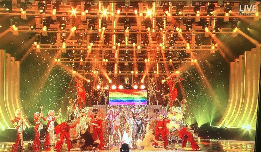 米西亞用舞台挺同志。圖/翻攝自NHK