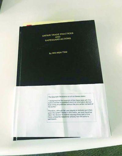蔡總統的博士論文引起很多討論。圖為存放在LSE圖書館的蔡總統博士論文。 圖/徐永...