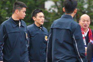 選前十天 特勤吳彥祖穿上防彈衣保護韓國瑜