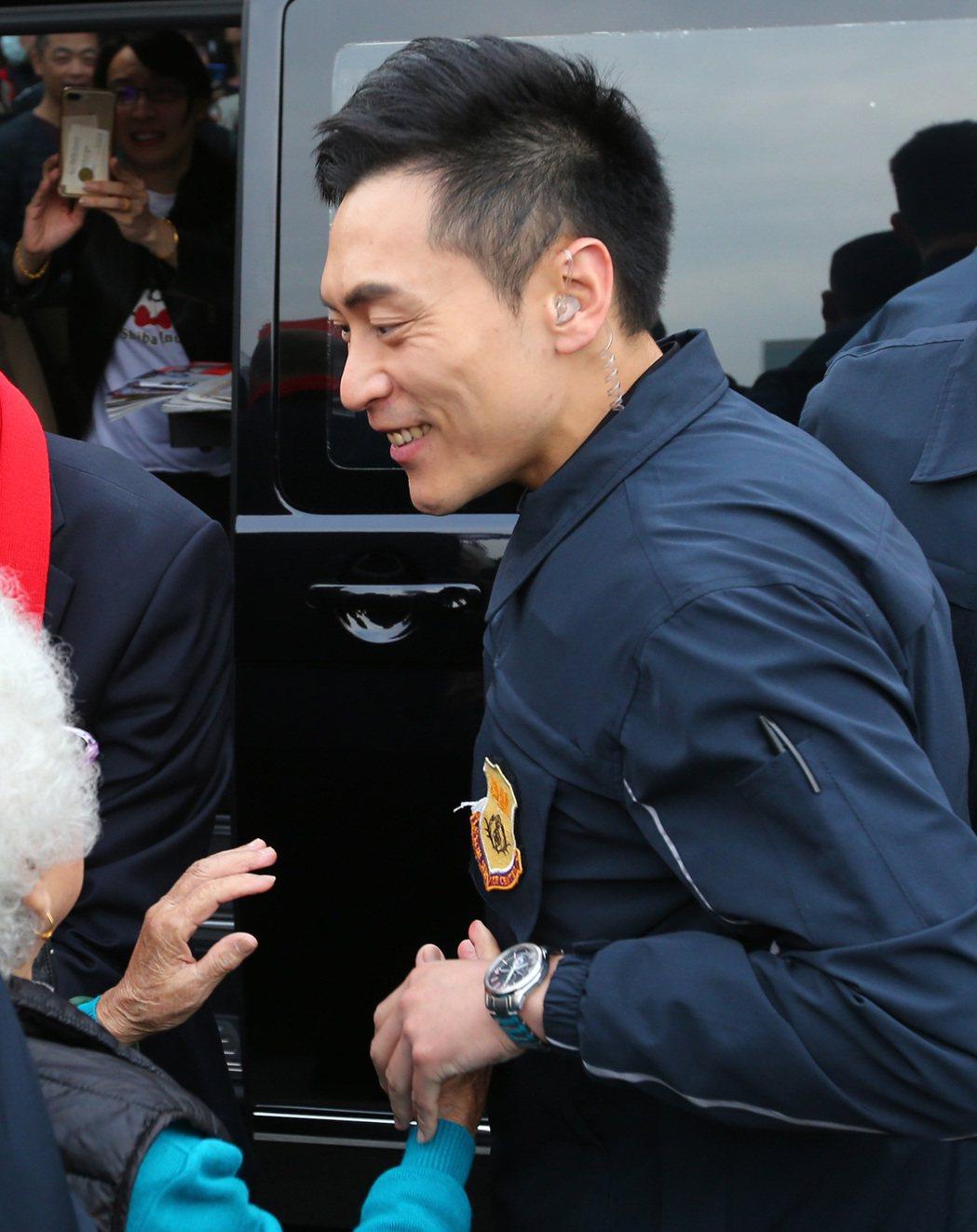 由於維安升級,有「特勤吳彥祖」之稱的林政宏身為韓國瑜的貼身隨扈,從昨晚開始已穿上...