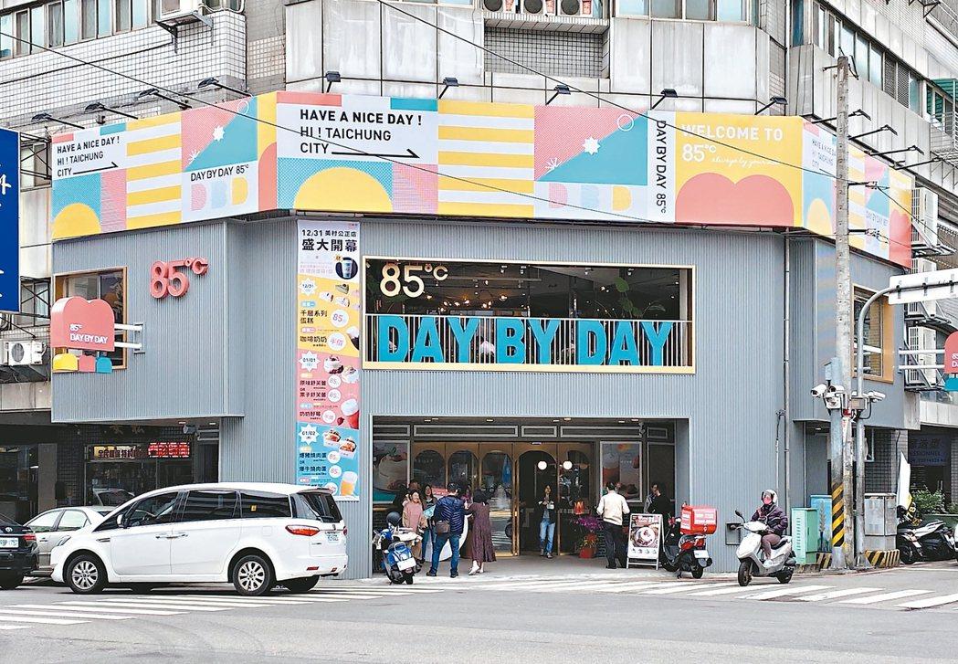美食-KY旗下最新三代店品牌「85度C DAY BY DAY」全台第一家旗艦店,...