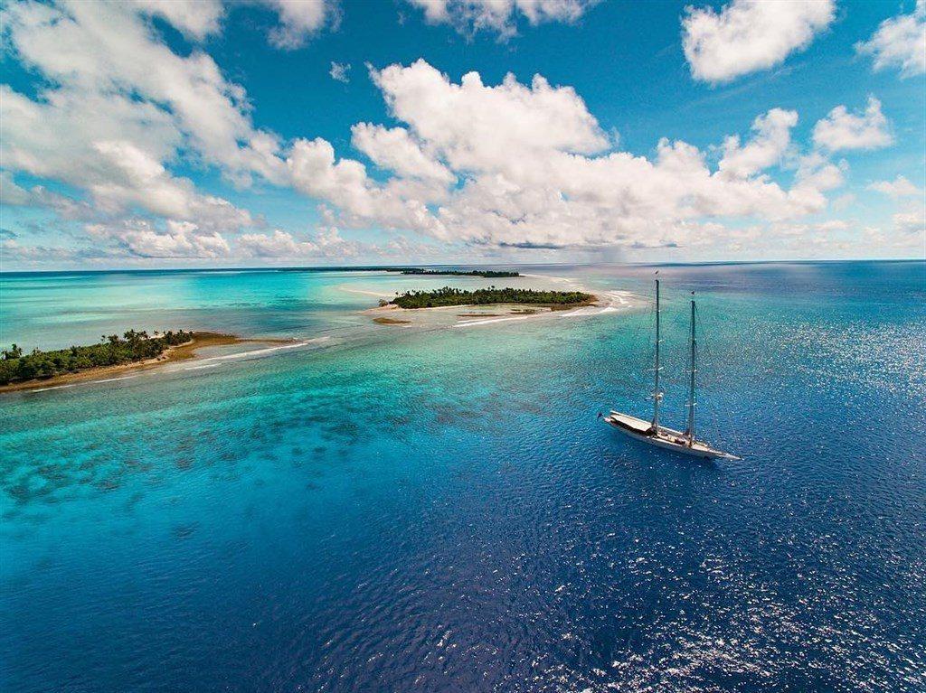 帛琉1日起實施一項開創性禁令,不准使用含有對珊瑚礁有害成分的防曬乳液,違者罰10...