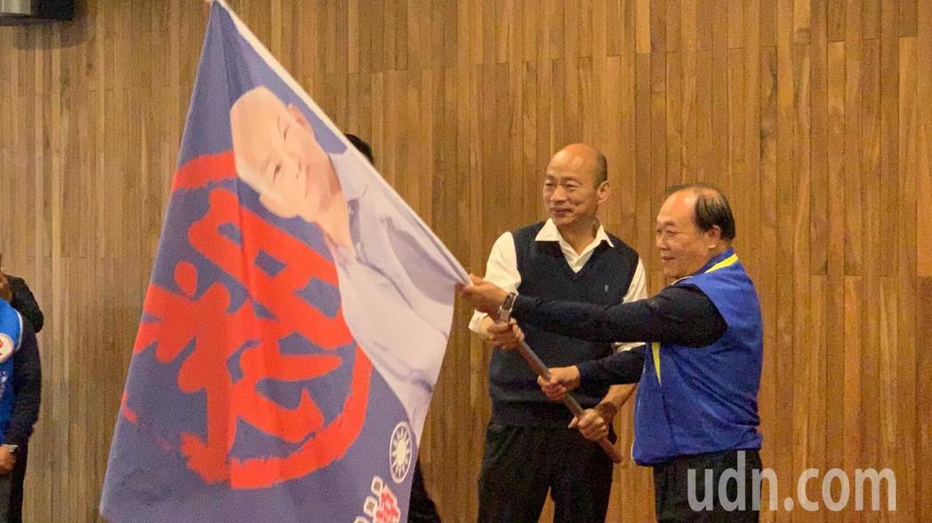 國民黨總統候選人韓國瑜今天出席台南市後援會成立大會授旗。記者吳淑玲/攝影