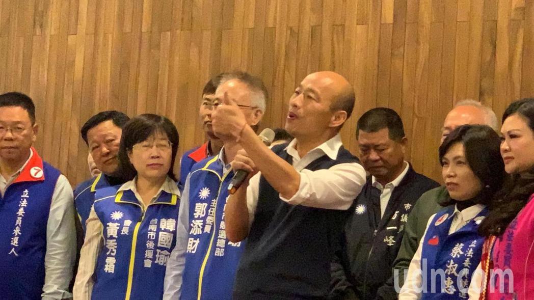 國民黨總統候選人韓國瑜今天出席台南市後援會成立大會時,痛批民進黨沒出息,喊話台南...