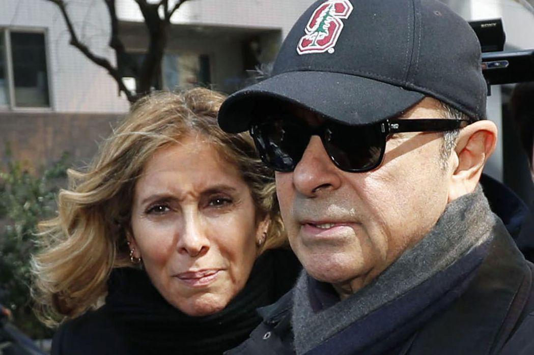 有報導說,高恩(右)靠妻子卡洛爾(左)之助,得以逃亡黎巴嫩。美聯社