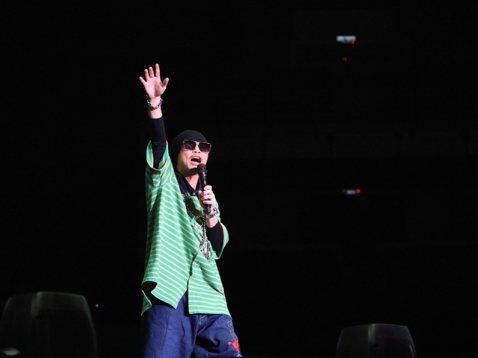 黃明志費盡千辛萬苦,「4896 FINAL CALL倒數跨年演唱會」於上月31日在吉隆坡Axiata Arena順利演出,雖然為此吃上官司,但他喊話:「我會遵照我的承諾,將所有盈利捐作慈善用途,請大...