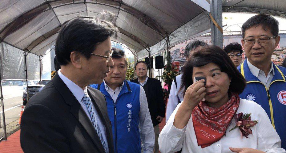 嘉義市長黃敏惠昨天在交通部長林佳龍掉頭離去後,忍不住落淚。圖/本報資料照片