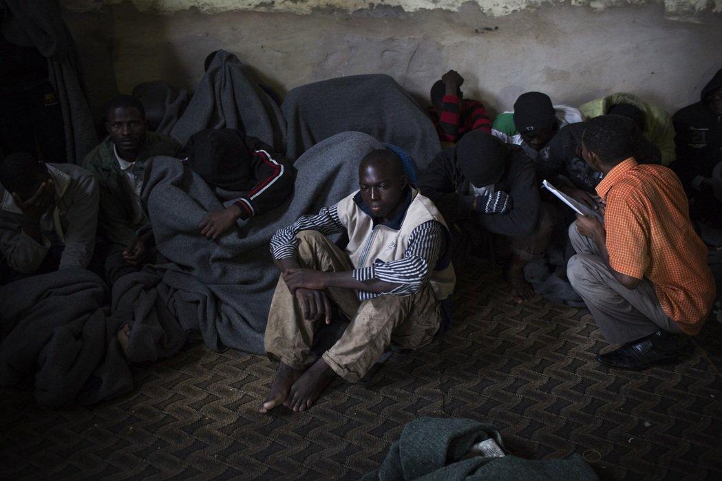 阿布沙立姆拘留中心內的非法移民。 (美聯社)