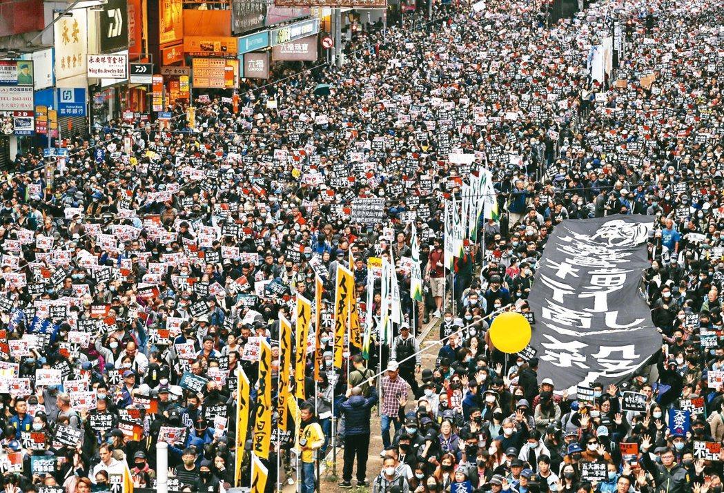 香港民陣發起元旦遊行,民陣統計遊行總人數逾百萬。 路透