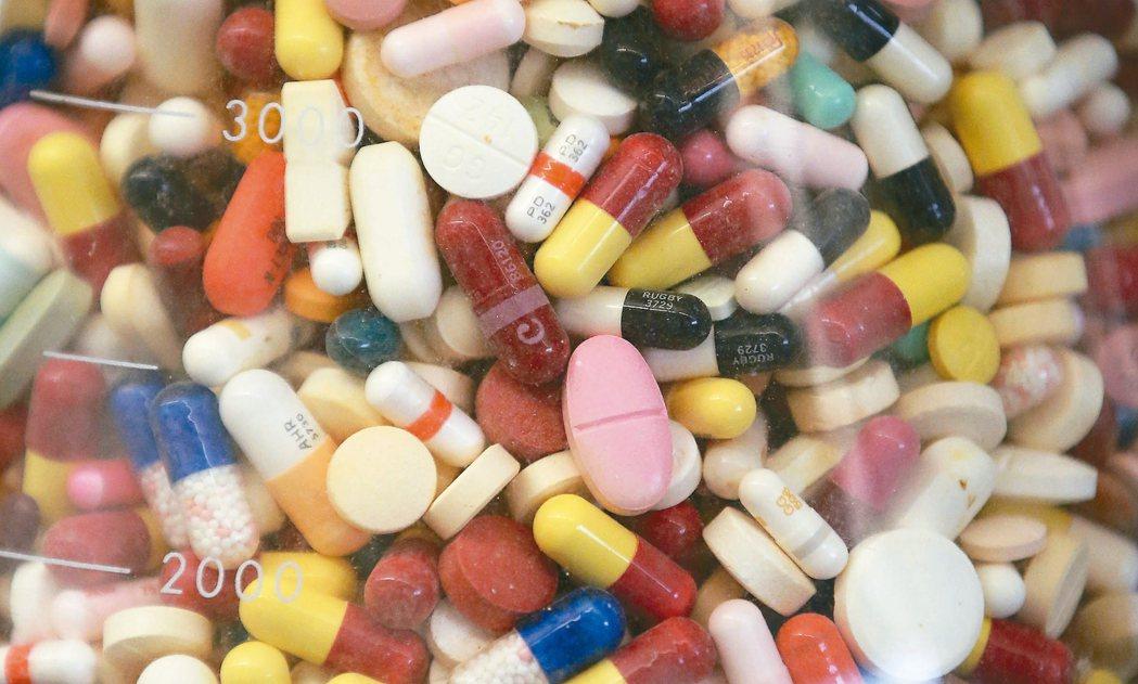這波藥品調漲幅度估中位數為5%,但幾乎所有藥品的漲價幅度仍將小於10%,介於4%...
