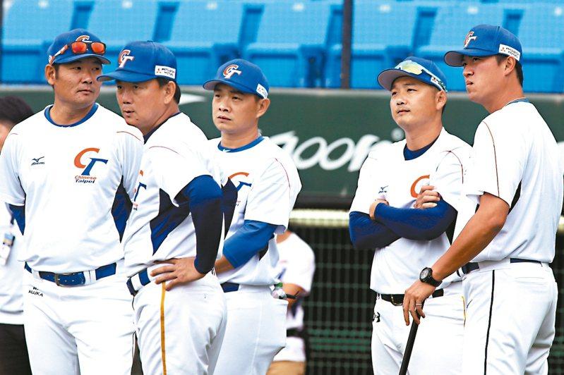 6強搶1中華隊教練團出爐,彭政閔(左3)與王建民(右)確定再攜手合作。 圖/聯合報系資料照片