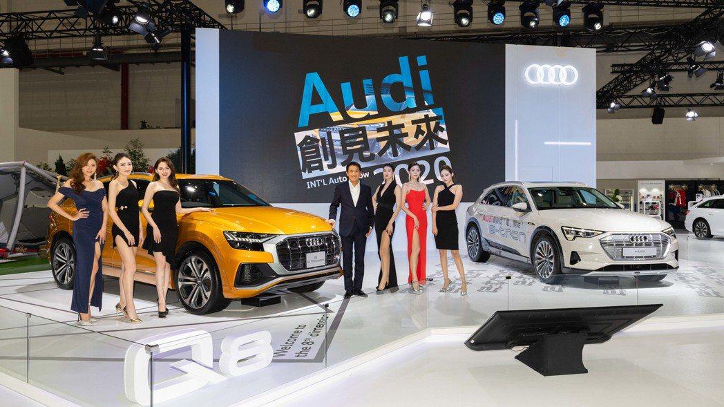 台灣奧迪行銷處長石田英明(右四)以「創見未來」率旗艦休旅Audi Q8、首款純電...