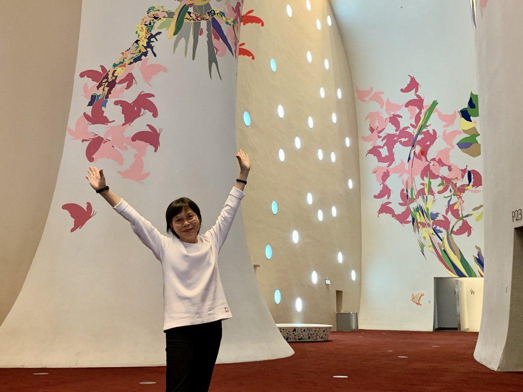 67歲的楊滿時,人如其名,她是台中國家歌劇院開館3.5年來最資深的導覽志工,開館...