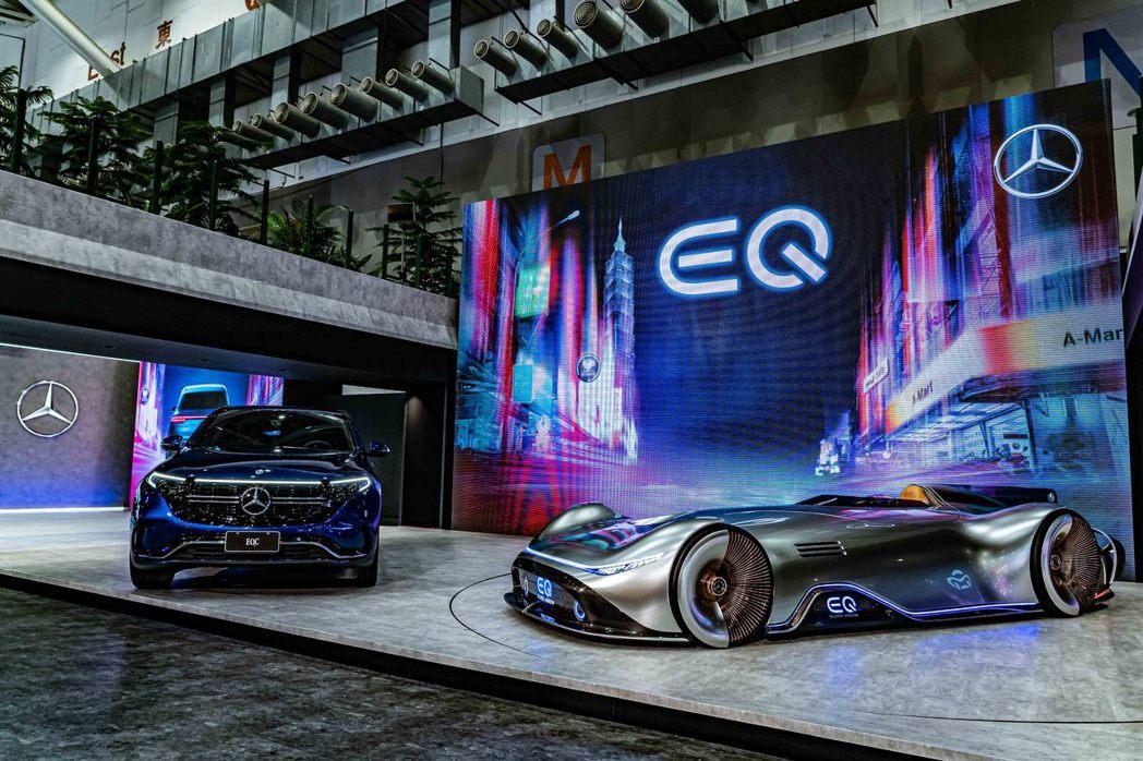Mercedes-Benz EQC 400 4 MATIC(左)與Version...