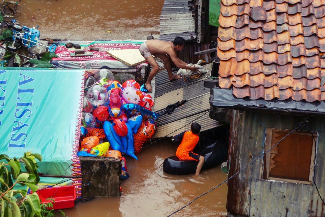 阿尼斯坦承「雅加達的重新淹水,確實是『人禍』大於『天災』」,對於各方的指教與批評...