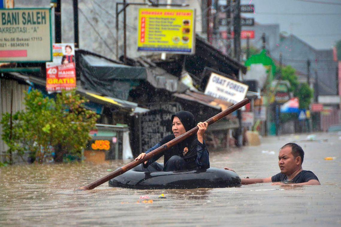 本回的「大洪水再臨」更是紮紮實實地打臉了阿尼斯早已不再提及的「保水政見」。 圖/...