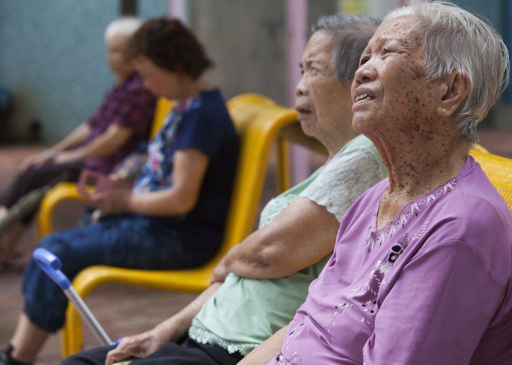 人口老化問題失控固然可怕,但更為可怕的是「未富先老」。 圖/歐新社
