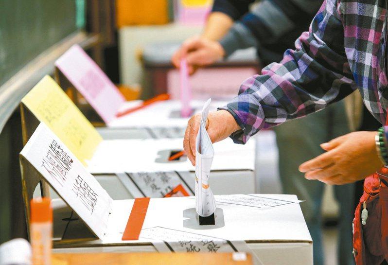 今天投票日天氣晴朗,各地投開票所一早就湧入人潮。攝影/記者杜建重、陳柏亨
