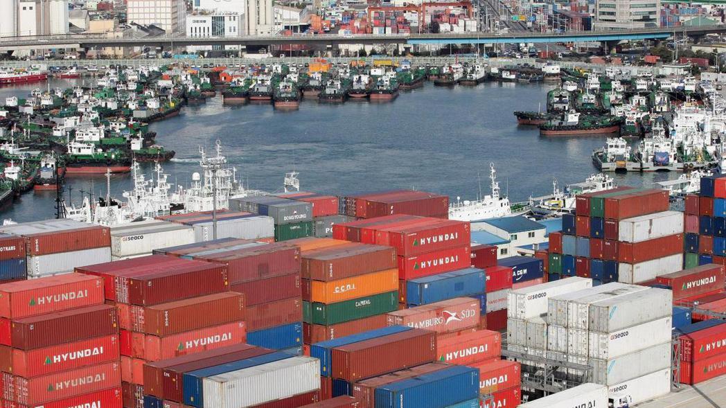 中經院公布12月台灣製造業採購經理人指數(PMI)及非製造業經理人指數(NMI)...