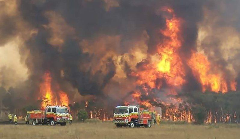 澳洲持續受到野火影響,新南威爾斯省3日進入為期七天的緊急狀態。美聯社